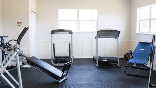 Paradise-Oaks-fitness-room