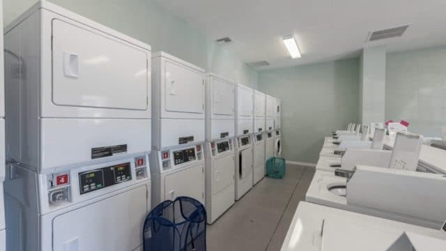 Paradise-Oaks-laundry-area
