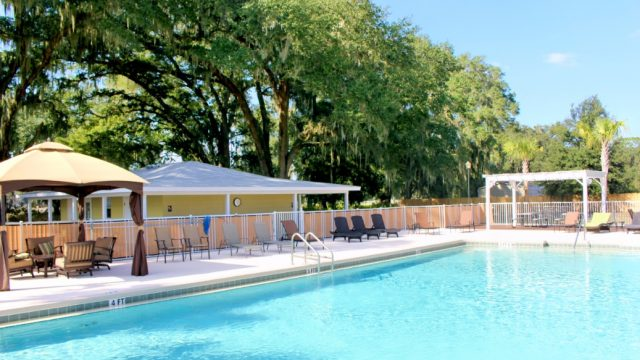 Paradise-Oaks-outdoor-pool