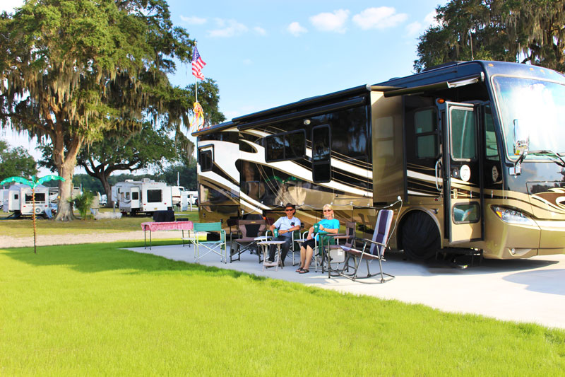 Paradise-RV-Resort-Campers