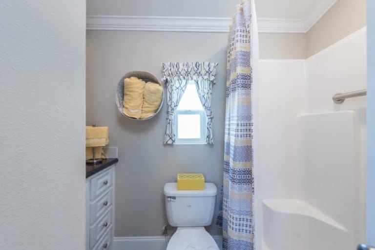 paradise-oaks-bathroom