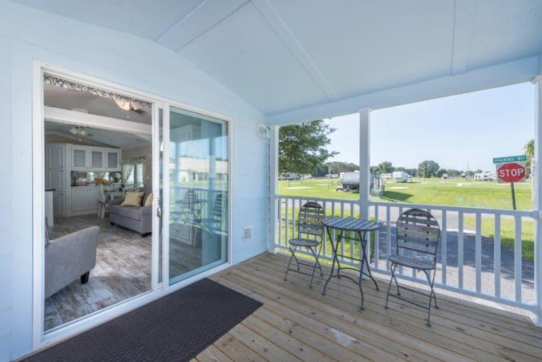 paradise-oaks-deck