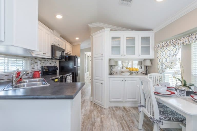 paradise-oaks-dining-kitchen